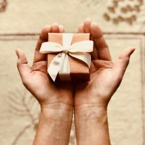 Give a Small Gift To Make Someone Happy